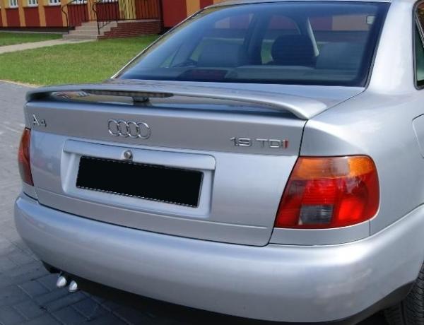 Dodatkowe Audi A4 B5 Rear Boot spoiler + brake light YE31